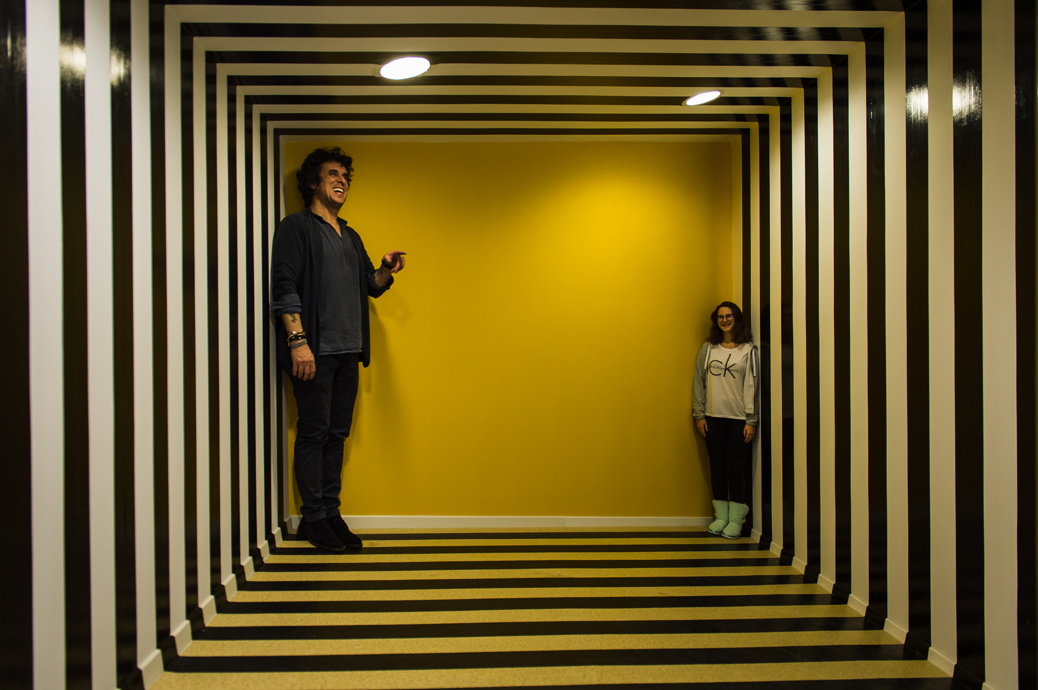 здании фото с эффектом иллюзии этом